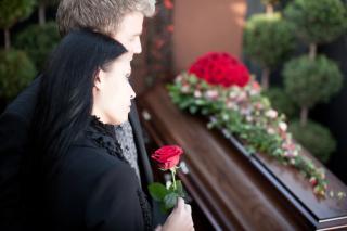 Couple-at-funeral_Depositphotos_79652966_original-768x512